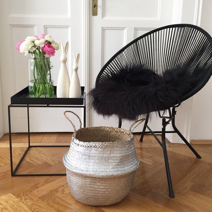 Endlich Wochenende...und Zeit zu Hause... Grün #beistelltisch #sidetable #coffetable #interior #einrichtung #einrichtungsideen #dekoraktion #decoration #wohnzimmer #livingroom #black #schwarz Foto: sweetliving