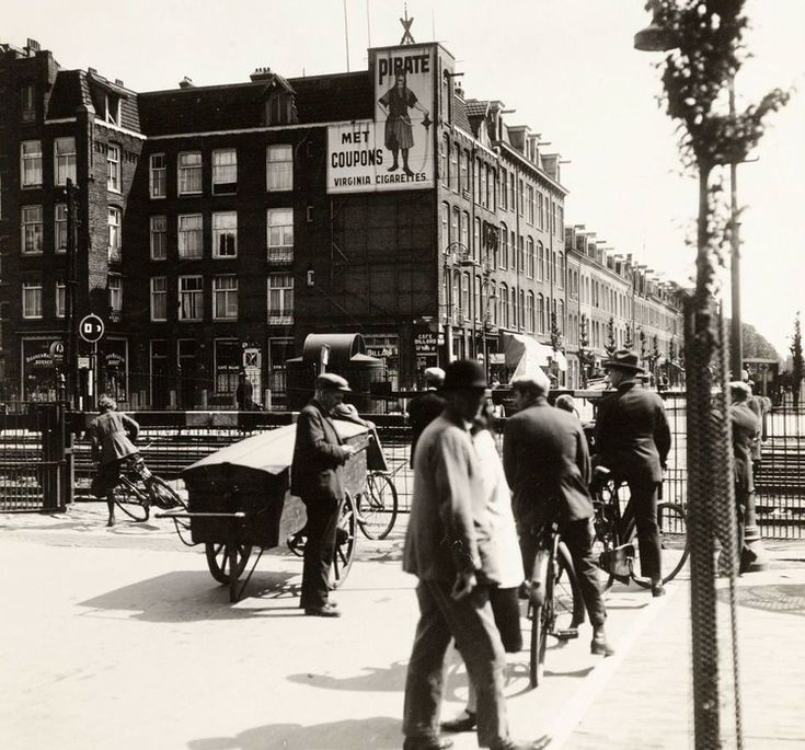 1935 - 1940. A view of the Wibautstraat in Amsterdam. The Wibautstraat is a major street in Amsterdam-Oost, between the Rhijnspoorplein and the Prins Bernhardplein near the Amstelstation. The street was named after the Amsterdam alderman Floor Wibaut. During the Nazi-occupation, because Wibaut was a Jew, the street was renamed to Weesperpoortstraat. #amsterdam #1940 #Wibautstraat