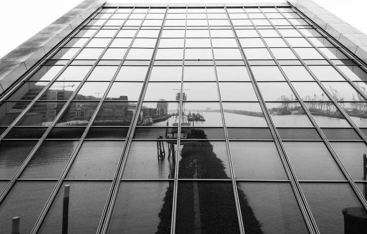 Hamburg #Dockland (s.a. http://de.wikipedia.org/wiki/Dockland)   #hamburg #germany #hamburg #architecture #harbour #hh #water #modern #bureau < mit freundlicher Genehmigung von www.facebook.com/hddevilpix gepinned von der Hamburger Werbeagentur BlickeDeeler >>> www.BlickeDeeler.de