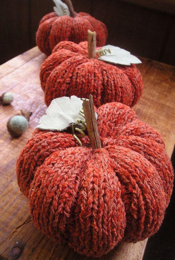 Articles similaires à Tricotés à la main citrouille - automne automne orange coton chenille table thanksgiving tablescape table décor primitif rustique des bois sur Etsy