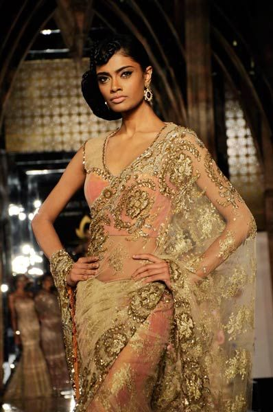 Grand Finale of Indian Bridal week 2012 | Tarun Tahiliani collection