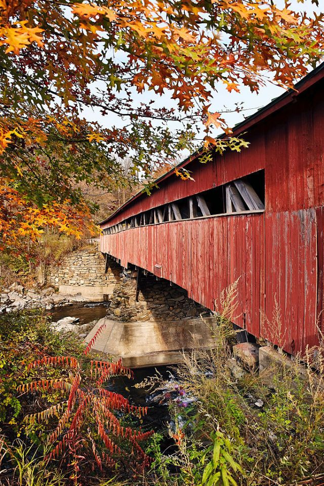 17 of the Prettiest Covered Bridges in America to Visit in Fall ~ Taftsville Covered Bridge, Vermont