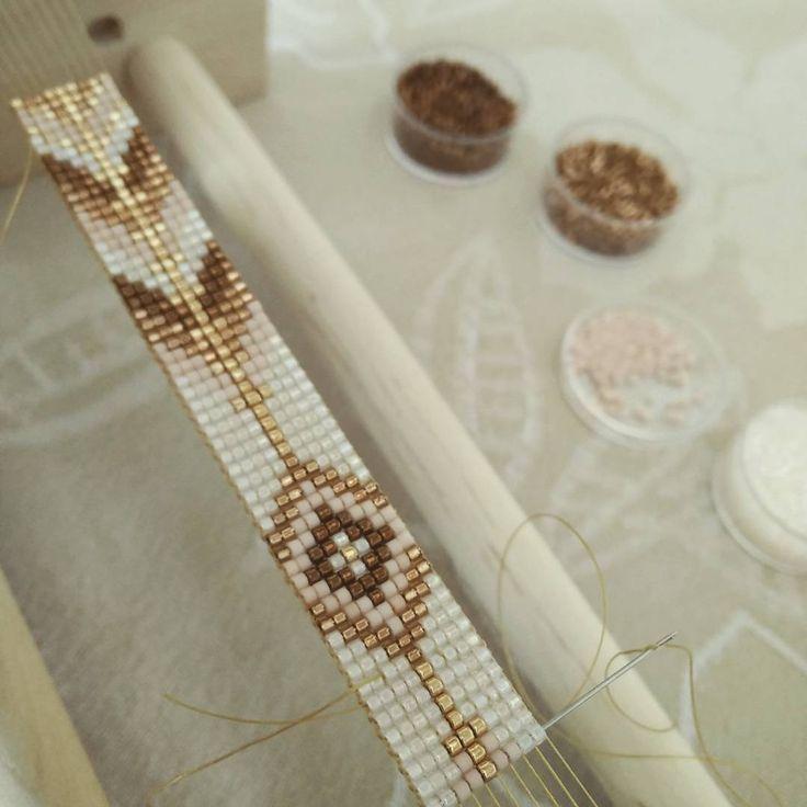 « Les perles ne me quittent jamais.. Même en vacances... Bracelet pour une collègue #jenfiledesperlesetjassume #perlesandco #perles #miyukidelica #diy »