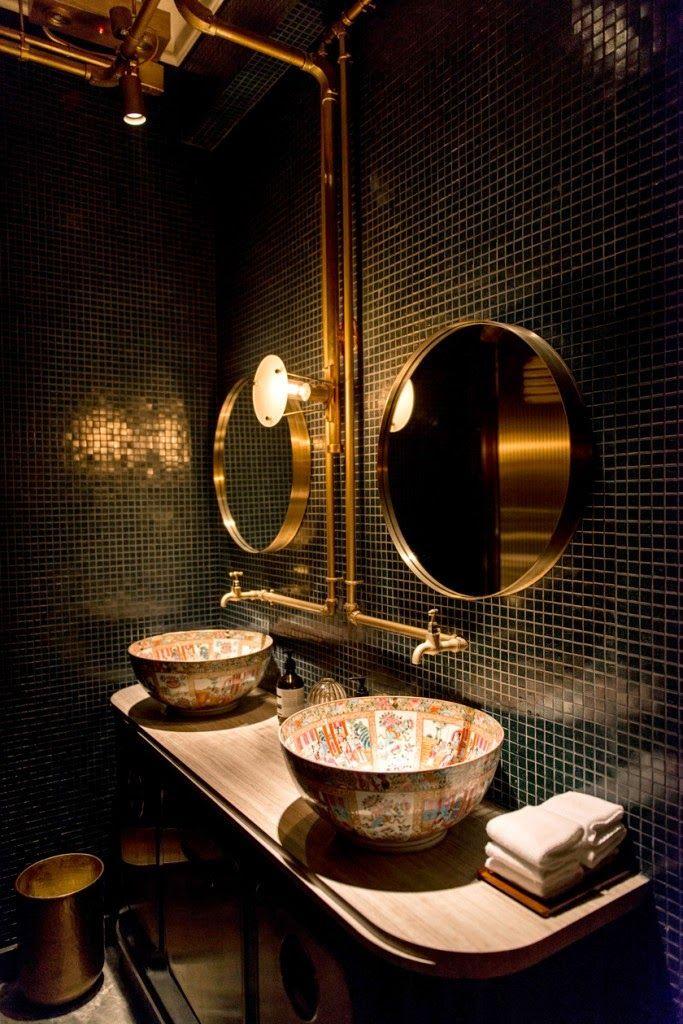 Bathroom | Bistrot bohéme (Bibo) StreetArt Restaurant in Hong-Kong