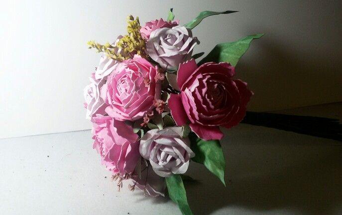 Ramo de rosas y peonias  Tamaño 20 cm ideal para vestidos de corte sencillo