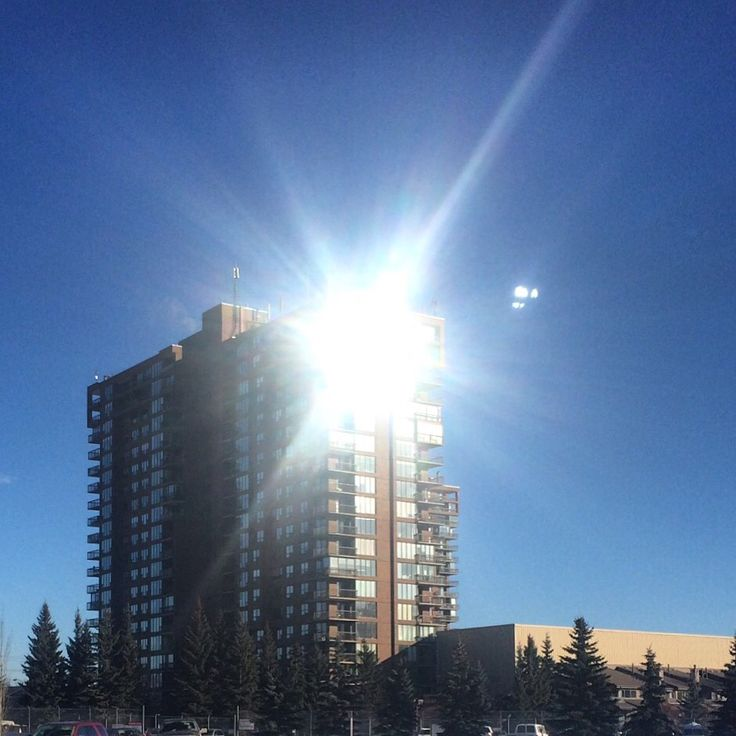 These Riverside Tower condos not only have an amazing location on Edworthy park....they also have lots of sunshine!!
