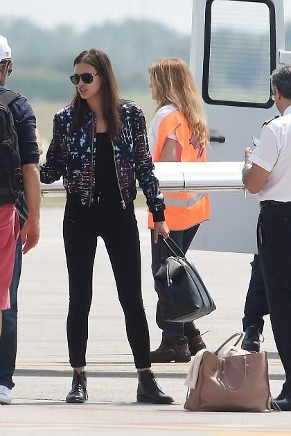 Irina Shayk wearing Saint Laurent Master Lace-Up Combat Boot, Givenchy Black Large Lucrezia Tote, Versace Leather Patch Pocket Printed Jacket, Frame Denim Ali High Rise Skinny Jeans and Balenciaga Papier A4 Tote in Tomette