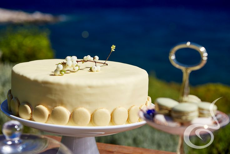 We offer fine catering services to the Bride who knows that wedding food matters!