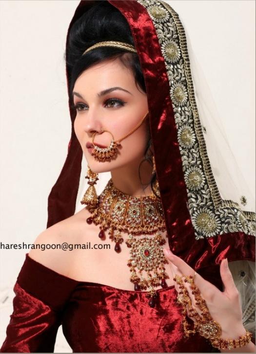 Nina de Lianin in Bollywood edition :)