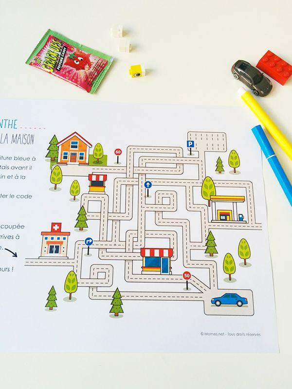 Sur ce petit labyrinthe, il faut aider la petite voiture bleue à rentrer à la maison. Mais avant il faut passer au magasin et à la station service ! Et surtout il faut respecter le code de la route ! Un labyrinthe amusant avec lequel on peut s'inventer de nouveaux parcours. En voiture tout le monde !