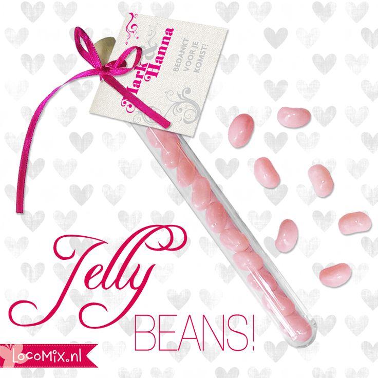 Verras jullie gasten met deze zoete jellybeans! Nieuw bij LocoMix: Jellybeans met bubblegum smaak! #jellybeans #huwelijksbedankje #trouwen #huwelijk #weddingfavor