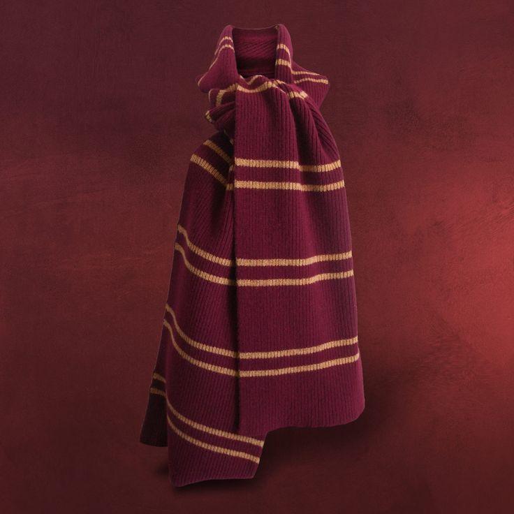 Der original Harry Potter Schal, kuschlig weich und magisch schön. Echte Lammwolle aus Schottland legt sich weich und warm um Deinen Hals und strahlt in den typischen Farben von Gryffindor. Ein edles und authentisches Fanbekenntnis, das...