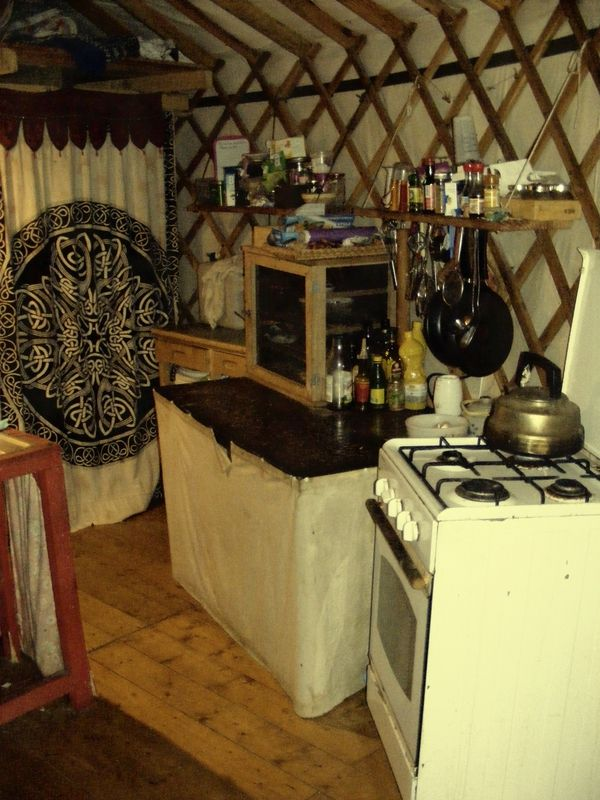 Lactofermentation et cuisine sauvage interieur de yourte for Interieur yourte