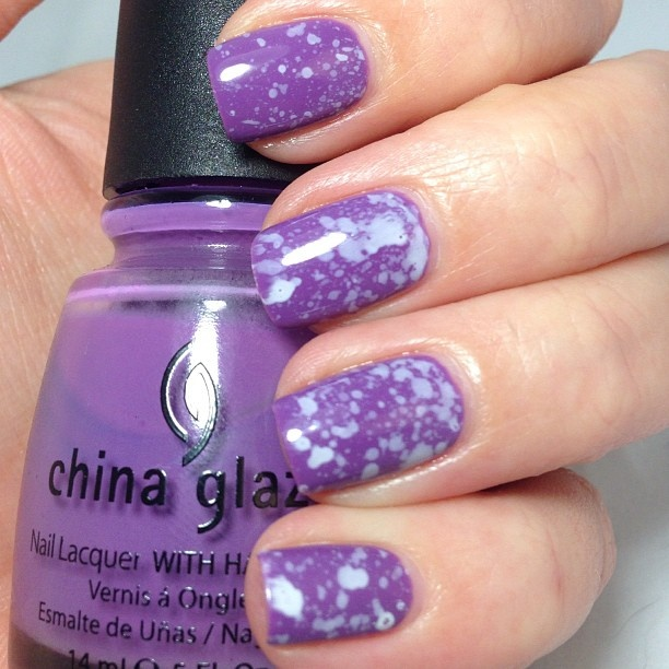 lila con salpicadas turquesa