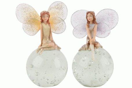 Figurina zână pe glob, un ornament superb, ce va înveseli orice camera unei zâne. Recomandă-o prin Happy Share si primesti 4% comision din vanzarile generate.