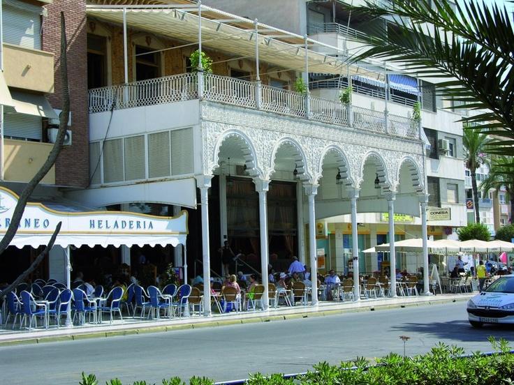 El Casino de Torrevieja, uno de los pocos vestigios del pasado que nos quedan.