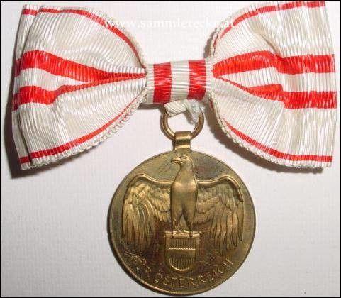 1914-1918 Austrian World War Medal for women, Austria. Now on the Colnect catalog @Gail Regan Truax://colnect.com/medals