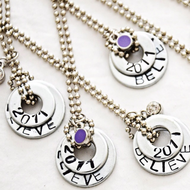 Just use washers and sharpies to make a necklace!
