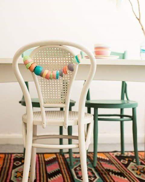 Linda Thonet!  #thonet #chair #cane #rattan #white #pretty #beautiful #decor #decoração #decorating #decoration #interior #interiors #dining #awesome #amazing #vintage #cottage #vintagestyle #old #home #homedecor #arteempalha #cadeira