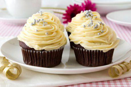Ein fabelhafter Vanille Cupcake, der einem nicht nur den Sonntag versüßen kann. Unser Rezept zum Anbeißen finden sie hier.