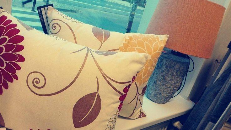 Poduszki dekoracyjne w jesienne wzory i piękna lampa do kompletu - tylko u nas!