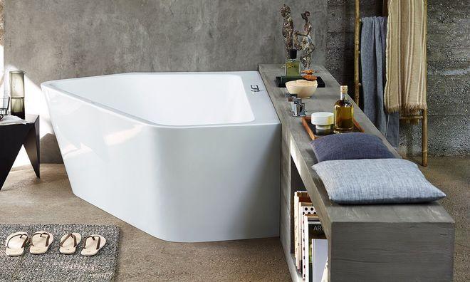 Une baignoire de forme géométrique