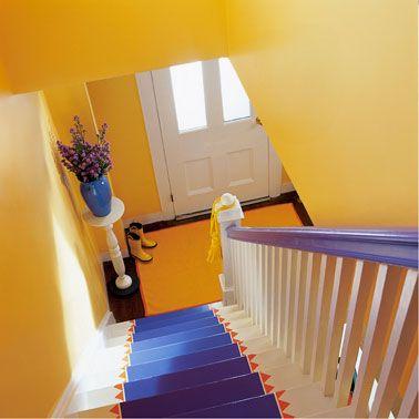 couleur peinture escalier jaune associée à un bleu en contraste Peintures-Astral