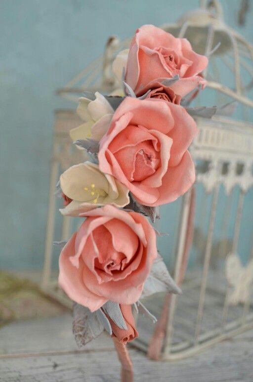Ободочек с розами и жасмином!  Романтика и нежность!  Материал цветов пластичная замша, приятная на ощупь, не токсичная.