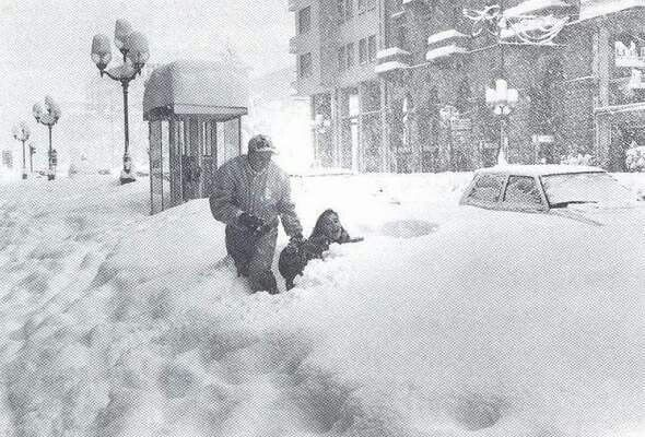 14 dicembre 1985 La nevicata record del 1985 ... avrà anche paralizzato l'Italia ma tutti noi ce la ricordiamo come un qualcosa di meraviglioso ... alzino la mano i vecchietti...
