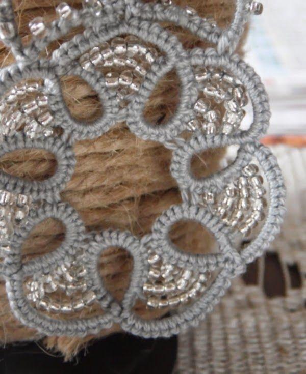 szare kolczyki z koralikami