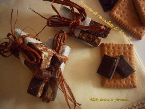 Barrette di cioccolato e granella di biscotti, ideale per bambini e feste. Facili e molto veloci