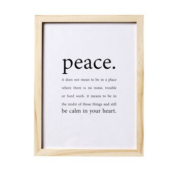 Peace tavla från Bloomingville! Det danska varumärket Bloomingville har ett stort utbud av art prints och denna har en vacker text om fred. Tavlan har en ram i trä och är ett enkelt sätt att uppdatera ditt rum. Kombinera gärna med andra art prints och målningar för en snygg helhet!
