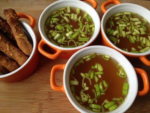 runderbouillon met zelfgemaakte soepstengels