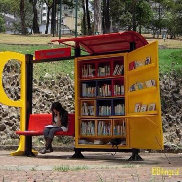 Joindre l'utile à l'agréable ;): Buses, Idea, South America, Book, Public Libraries, Bogota Colombia, Bus Stop, Mobile