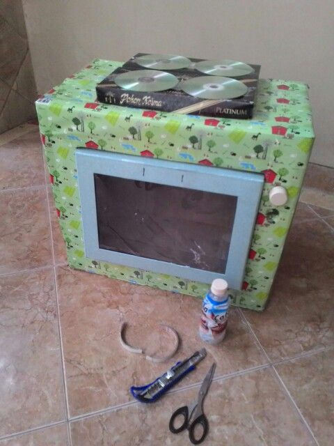 Realy like this #oven from #cardboard using unuseful #bottle and #CD #diy #craft #toy