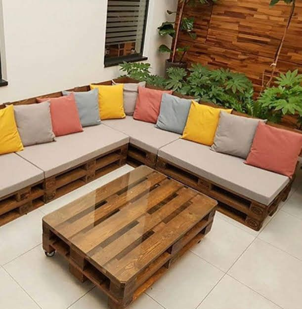 Sarok- ülőgarnitúra - 7 kerti dekoráció raklap felhasználásával