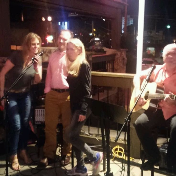 Another amazing moment from Party On The Patio last night at Logan's Roadhouse 2400 Elliston Place Nashville TN. - so much fun! (((Bear Hugs)))) #grandfinale #partyonthepatio #logansroadhouse #singersongwriter #wednesday #original #acoustic #livemusic #lizkilgo #lizkilgomusic #robinruddy #joeyboone #davelenahan #bearhugs #country #music #countryrock #nashville #tennessee @banjogirl615