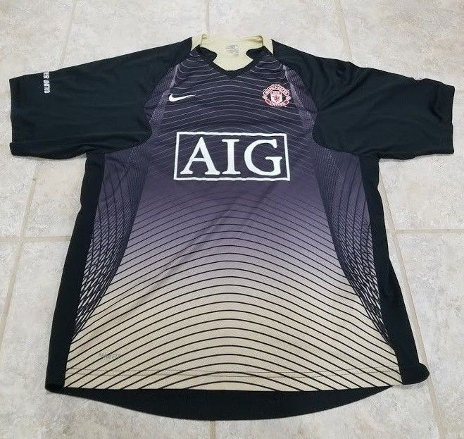 on sale 7e733 978ca See the photos. Great for any fan of Manchester United one ...