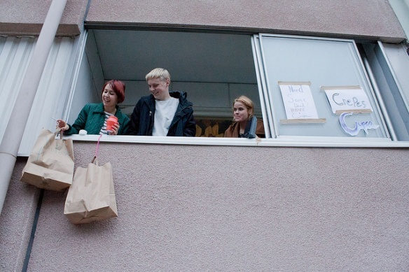 #RestaurantDay is a food carnival in Helsinki when anyone can open a restaurant for a day, and the best of all is - no permits needed! Imagine that you can order a sandwich that is served in a basket, lowering down from a 3rd floor apartment window?