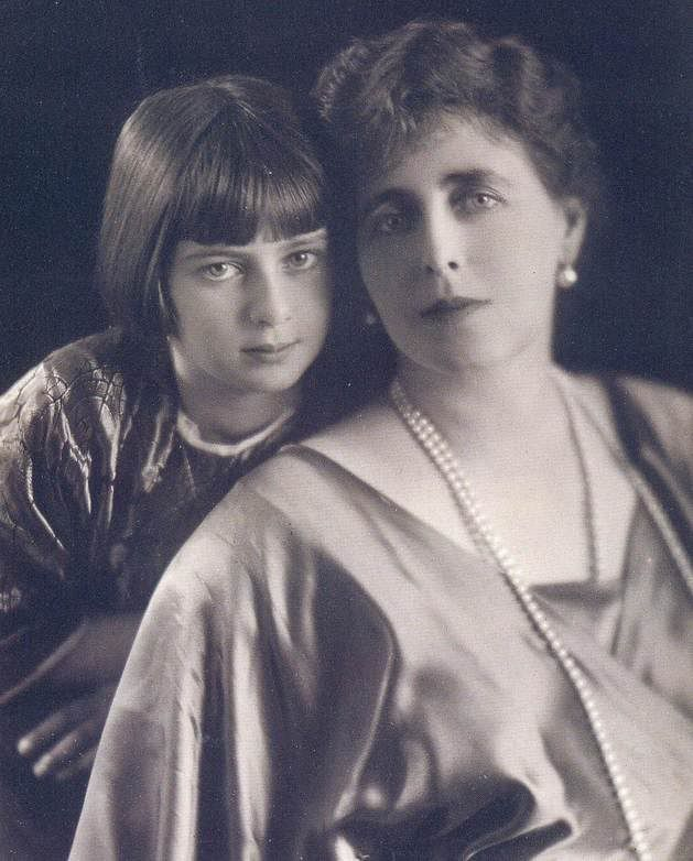 Queen Maria of Romania and her favorite daughter, Ileana.