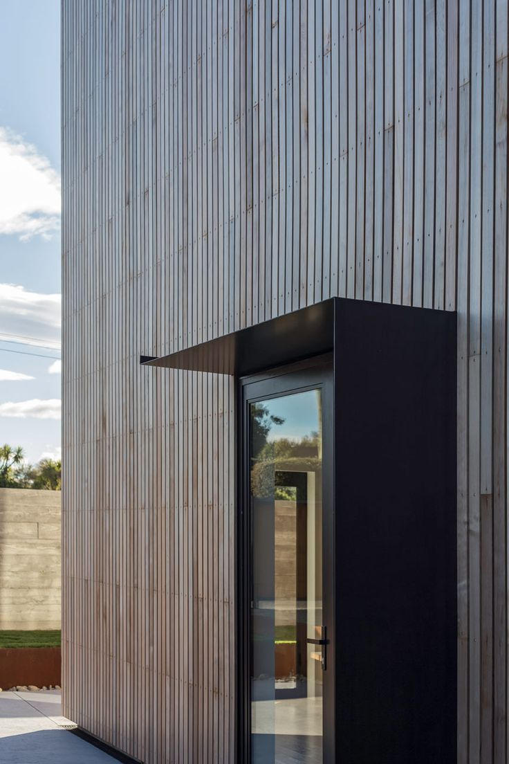 Located in Kakanui, New Zealand, The Whittaker Cube is a budget-friendly residence designed by Dravitzki & Brown that spans two floors, each just 8m x 8m.