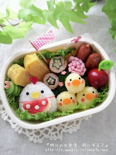 Lovely detailed chicken family bento box.