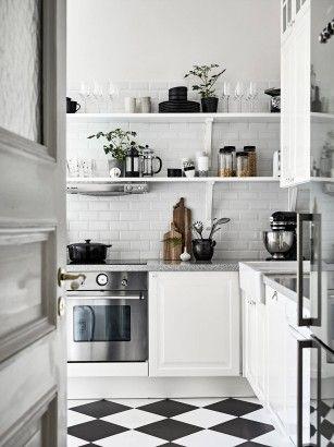 Black and white - Roomed