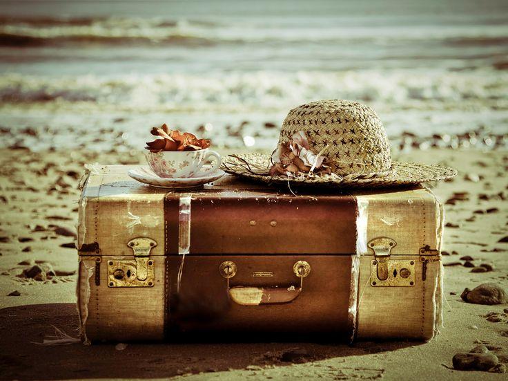 Pix For > Vintage Suitcase Photography