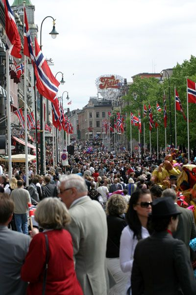 Karl Johans gate on Syttende Mai (17th May, Constitution Day). From our trip to Norway 2004.