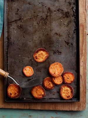 how to roast almost any vegetable- chart with seasoning, temperature and time.