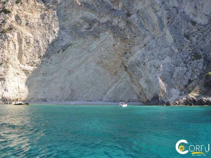 Κρήνη (Κρυφή Παραλία): Μια άκρως μαγευτική παραλία. Η παραλία της Κρήνης φημίζεται για τα καταγάλανα και πεντακάθαρα  νερά που διαθέτει. Σας συμβουλεύουμε να έχετε τα απ...