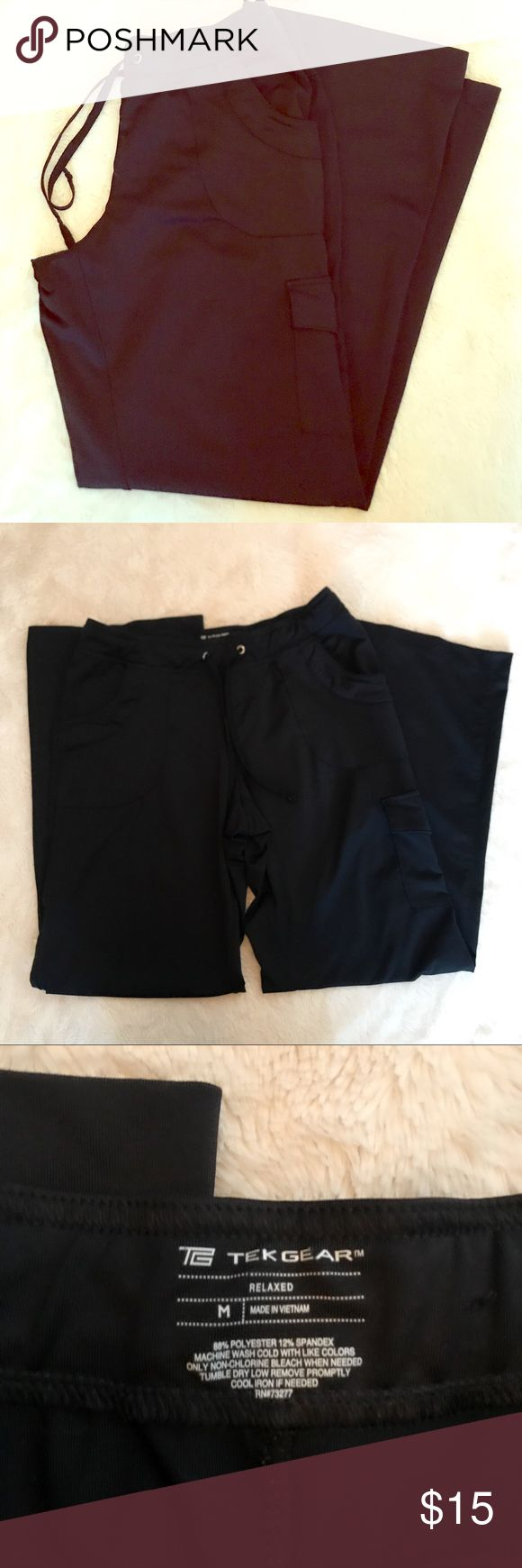 Tell Gear Relaxed Yoga Pants Sz Medium These Tek Gear pants are SO comfy and cute. Very flattering with back pockets, side cargo pocket, 2 side pockets, drawstring waist. Great for studio wear or running errands. Relaxed fit size Medium! EUC! tek gear Pants