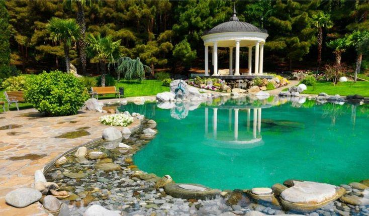 estanque grande para jardines amplios