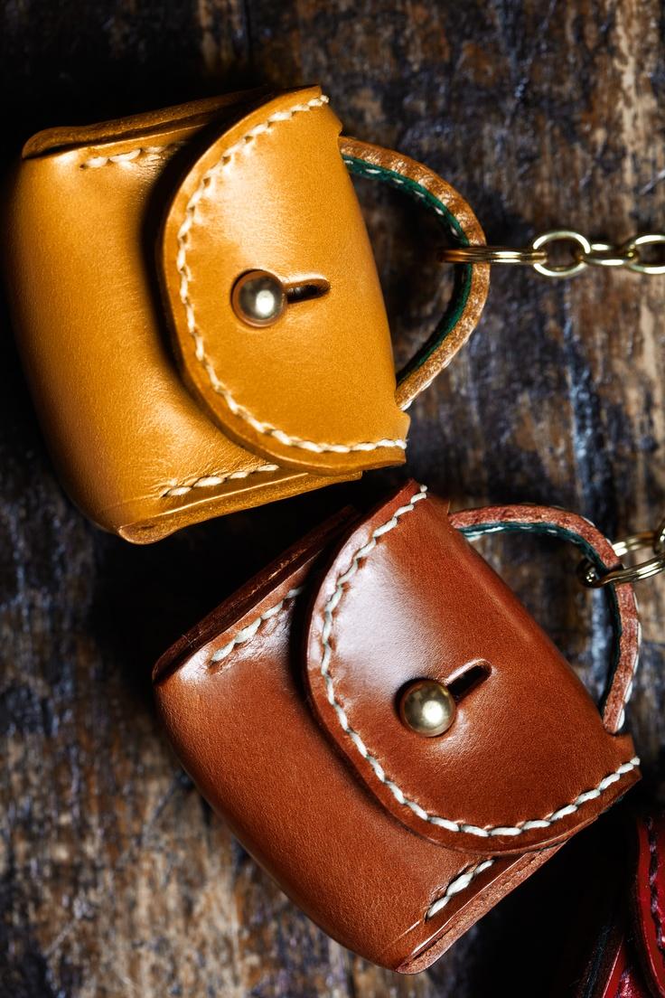 cool little leather bags -- www.hansonoflondon.com